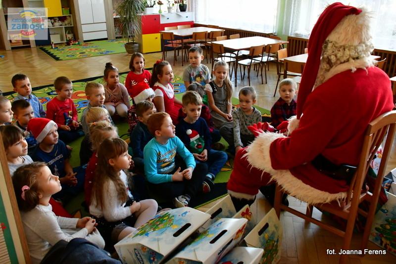 Biłgoraj. Św. Mikołaj u przedszkolaków