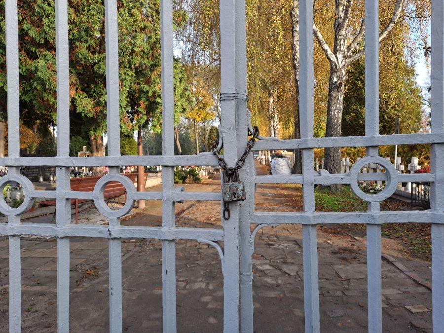 Cmentarze zamknięte