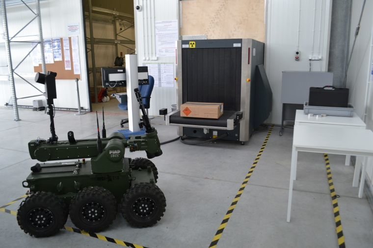 Ćwiczenia symulacyjne na lotnisku w Świdniku