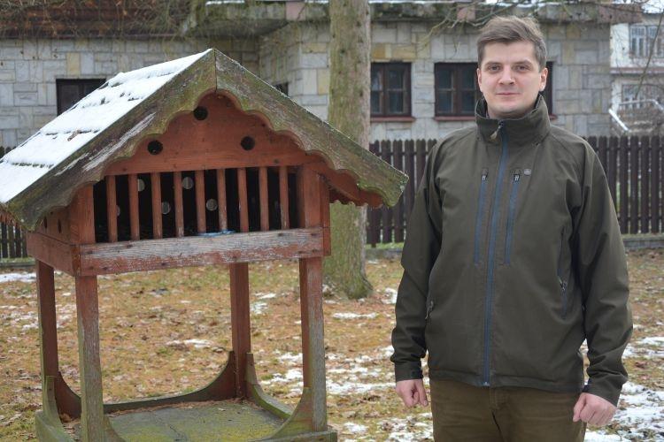 Dokarmiać czy nie dokarmiać ptaki zimą