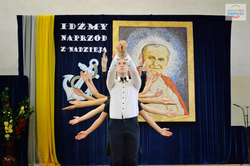 Jan Paweł II obecny w ZS w Krasnobrodzie