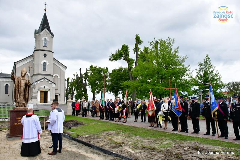 Łukowa. Poświęcenie pomnika Papieża Polaka