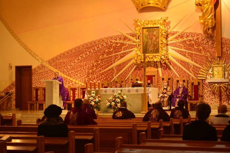 Msza święta w intencji zmarłych kapłanów