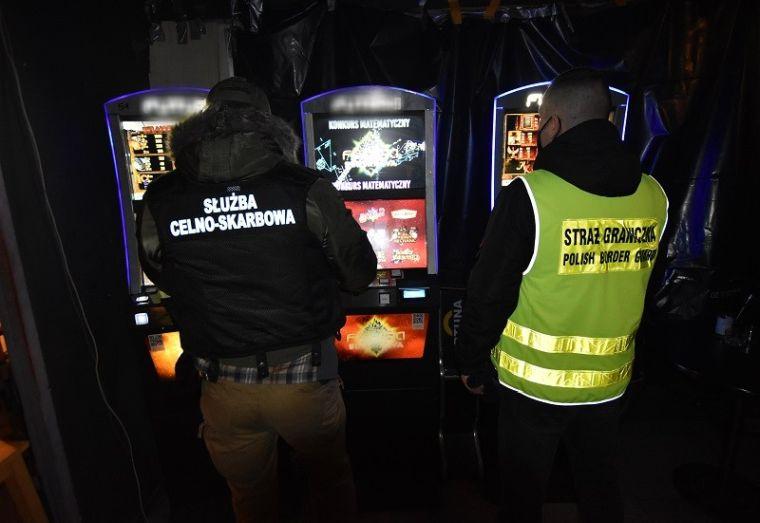 Mundurowi zatrzymali nielegalne automaty do gier