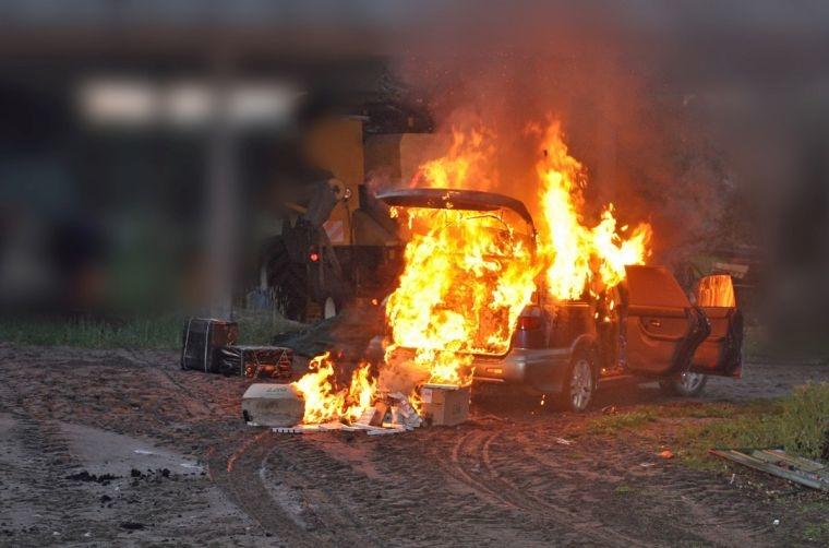 Podpalili samochód